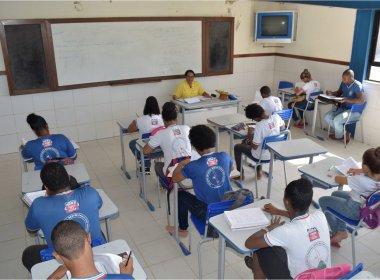 Professores brasileiros recebem menos da metade dos salários pagos por países da OCDE