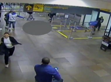 Vídeo mostra momento em que jovem é assassinado dentro de aeroporto