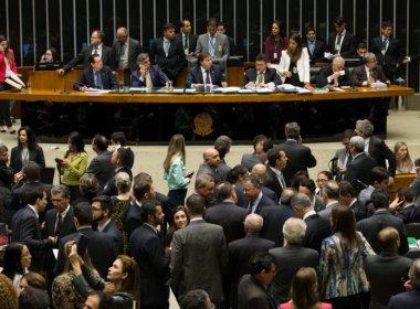 Após polêmicas, Câmara dos Deputados aprova em 1º turno PEC do teto dos gastos