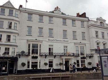 Hotel mais antigo do Reino Unido é destruído por incêndio