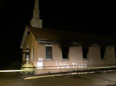 Igreja frequentada por negros é queimada e pichada nos EUA: 'Vote Trump'