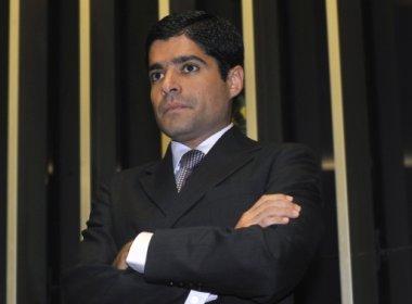 Neto e outros 442 ex-parlamentares denunciados por uso indevido de dinheiro público
