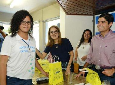 Prefeitura entrega óculos de grau a 187 jovens carentes