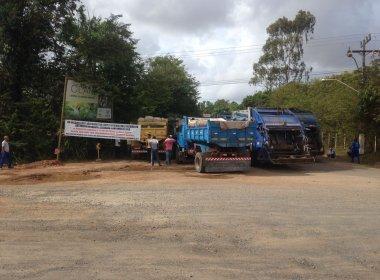 Camaçari: Caçambeiros bloqueiam entrada do aterro por causa de atraso de salários