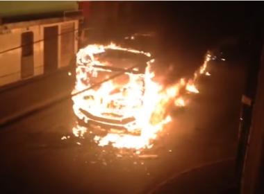 Ônibus é incendiado por grupo em Fazenda Coutos; não há registro de feridos