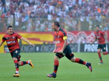 Vitória goleia Figueirense e permanece fora da zona de rebaixamento