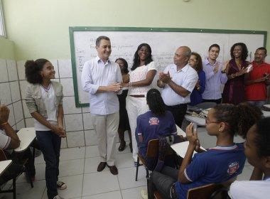 Projeto concede bolsa de até R$ 1,6 mil para permanência de professores na ativa