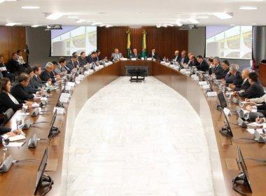 Governadores terão que aprovar 'PEC do teto estadual' para receber multa de repatriação