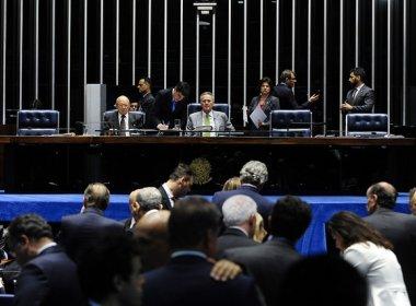 Sob protestos, senadores articulam votação às pressas de projeto de medidas anticorrupção