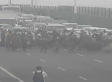 Indígenas realizam manifestação na Avenida Paralela contra PEC 215