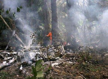 Avião cai e explode em Manaus; cinco morrem e homem sobrevive