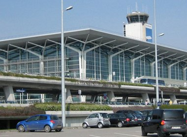 Avião cai em aeroporto na Suíça; piloto teria morrido