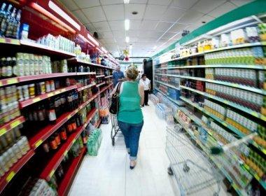 Inflação para famílias de baixa renda atinge 7,39% em um ano