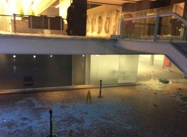 Em protesto contra PEC do teto, grupo invade prédio da Fiesp na Avenida Paulista