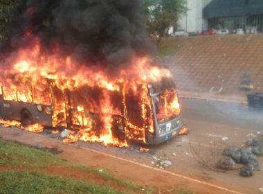 Protesto contra PEC do teto de gastos tem confronto com polícia em Brasília