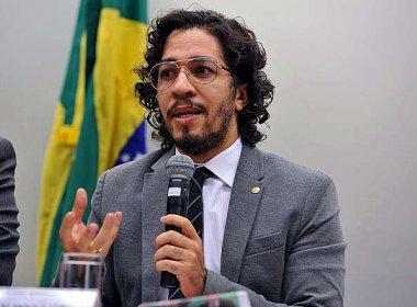 Relator quer que Jean Wyllys fique quatro meses suspenso por cuspir em Bolsonaro