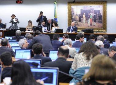 Após dez horas de discussão, CCJ da Câmara aprova reforma da Previdência
