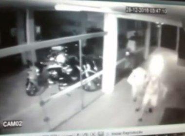 Assaltante quebra vidro de loja e morre após estilhaços cortarem sua artéria