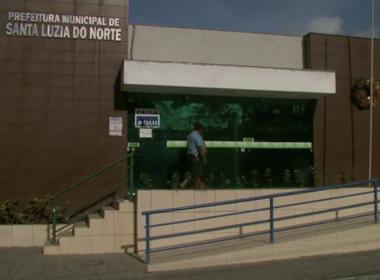 Prefeito acusado de estupro toma posse, volta para a cadeia e vice diz que não vai assumir