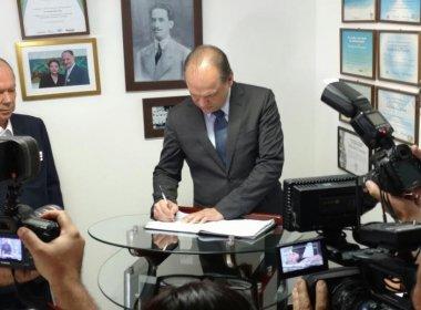 Ministro da Saúde assina convênio de R$ 15,4 mi para testes e reforma na Bahiafarma