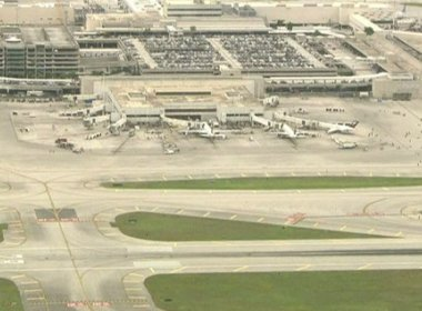Polícia confirma cinco mortos e oito feridos após ataque em aeroporto na Flórida