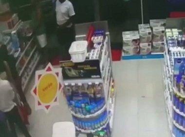 Polícia divulga imagens de assalto que matou PM em farmácia na Pituba; assista