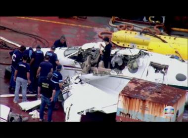 Caixa-preta de avião em que Teori morreu foi danificada pela água do mar, diz FAB