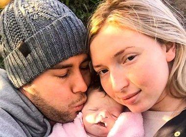 Casal viaja 16 dias com filha morta para registrar últimos momentos com o bebê