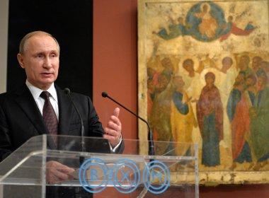 Rússia promulga lei que descriminaliza violência doméstica contra mulher