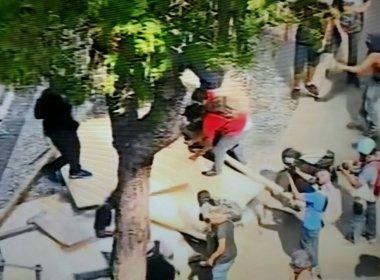 Policiais e servidores entram em confronto em frente à Alerj durante protesto