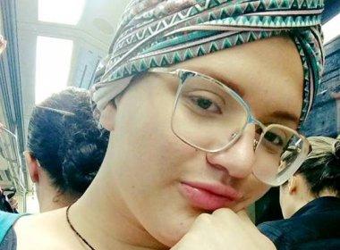 Jovem com câncer é acusada de apropriação cultural por usar turbante; veja desabafo