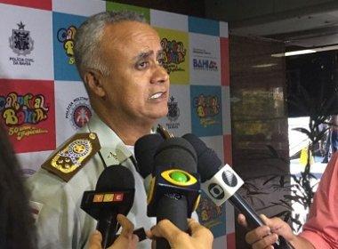 Policial que agrediu folião com cone já foi identificado e será punido, diz comandante