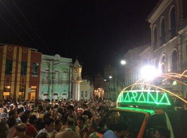 Bloco Gravata Doida anima foliões na abertura do Carnaval