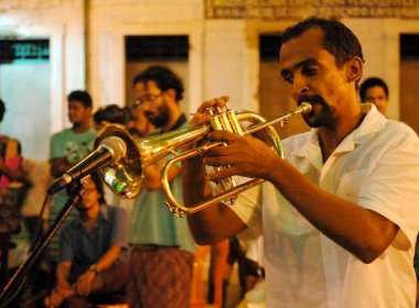 Com jovens e crianças, orquestra de Cachoeira leva reggae ao Pelourinho