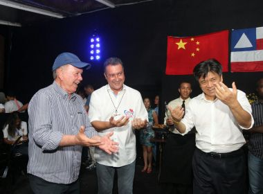 Na Barra, empresários chineses dançam com Rui ao som de Faraó