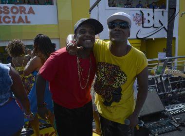 Psirico e MC Beijinho cantam 'Me Libera Nega' no Circuito Osmar