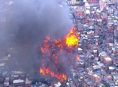 Incêndio atinge pelo menos 40 barracos em Paraisópolis, na Zona Sul de São Paulo