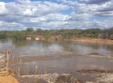 Recém-inaugurada, barragem do Rio São Francisco tem vazamento em PE