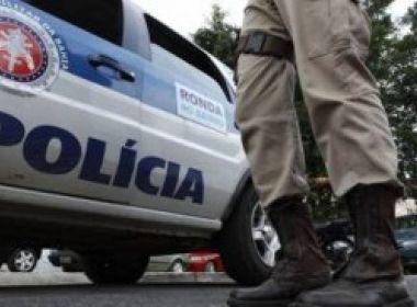 Esposa de policial morre em tentativa de assalto na Estrada do Coco; PM foi baleado