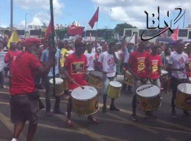 Banda anima manifestantes; música faz críticas a Temer