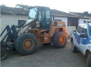 Avaliada em R$ 180 mil, pá carregadeira roubada é encontrada em fazenda de vereador