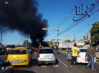 Moradores do Bairro da Paz realizam manifestação na Avenida Paralela