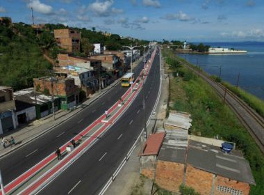 Rodoviários bloqueiam Avenida Suburbana após motorista de ônibus ser agredido