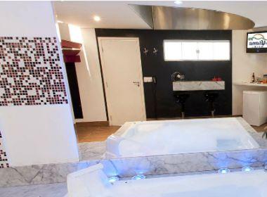 Quarto de motel em Brasília tem decoração inspirada na Operação Lava Jato