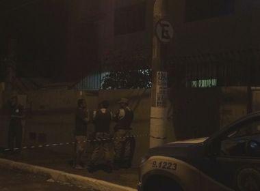 Homem mata avó e tia a facadas dentro de casa no Rio Vermelho