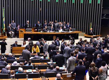 Câmara rejeita PEC que permitiria cobrança de pós em universidades públicas