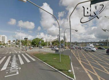 Manifestantes se reúnem em frente ao Shopping da Bahia e ocupam pista