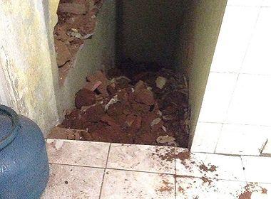 Parede da 'Casa de Estudantes de Ipirá' cede; jovens não têm para onde se mudar