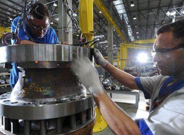 Produção industrial cresce 2,8% em fevereiro, mas ainda acumula queda no ano