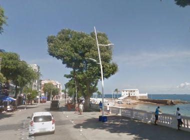 Jovem é baleado durante tentativa de assalto no Porto da Barra